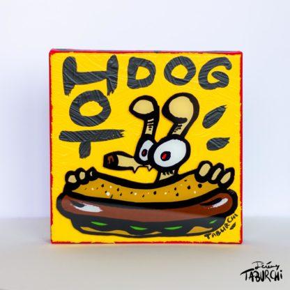 Dandy Dog mange un hot dog